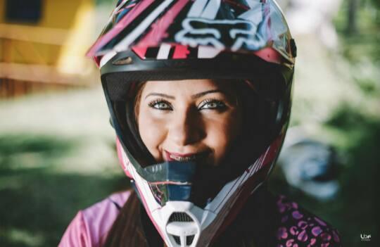 Mulheres Se Aventuram No Motocross E Fazem Sucesso Com O Rímel à