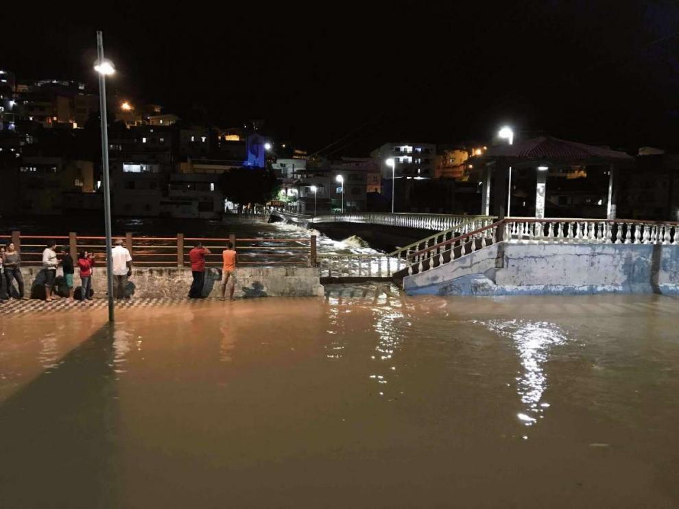 Rio sobe quase 6 metros e Cachoeiro fica debaixo dágua ...