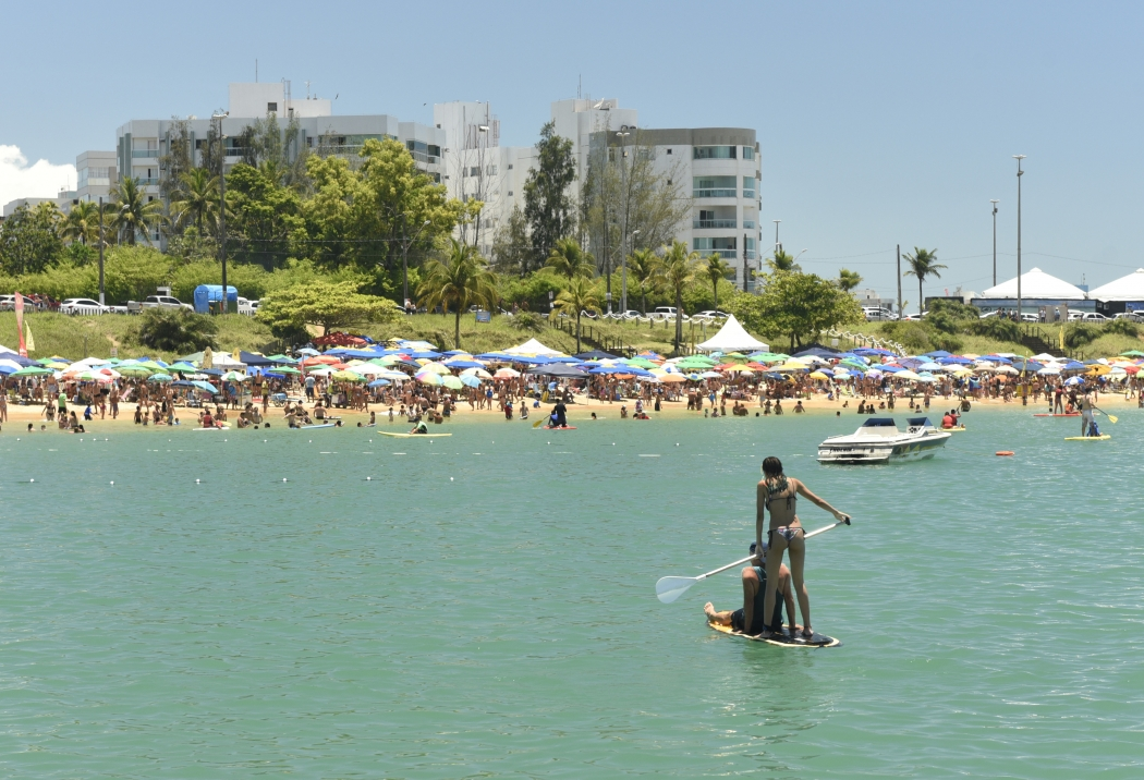 Praias de Guarapari lotadas no carnaval