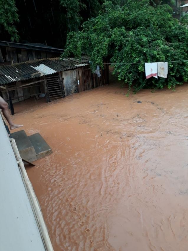 Chuva volta a alagar ruas em rio novo do sul sul for Piso xose novo freire