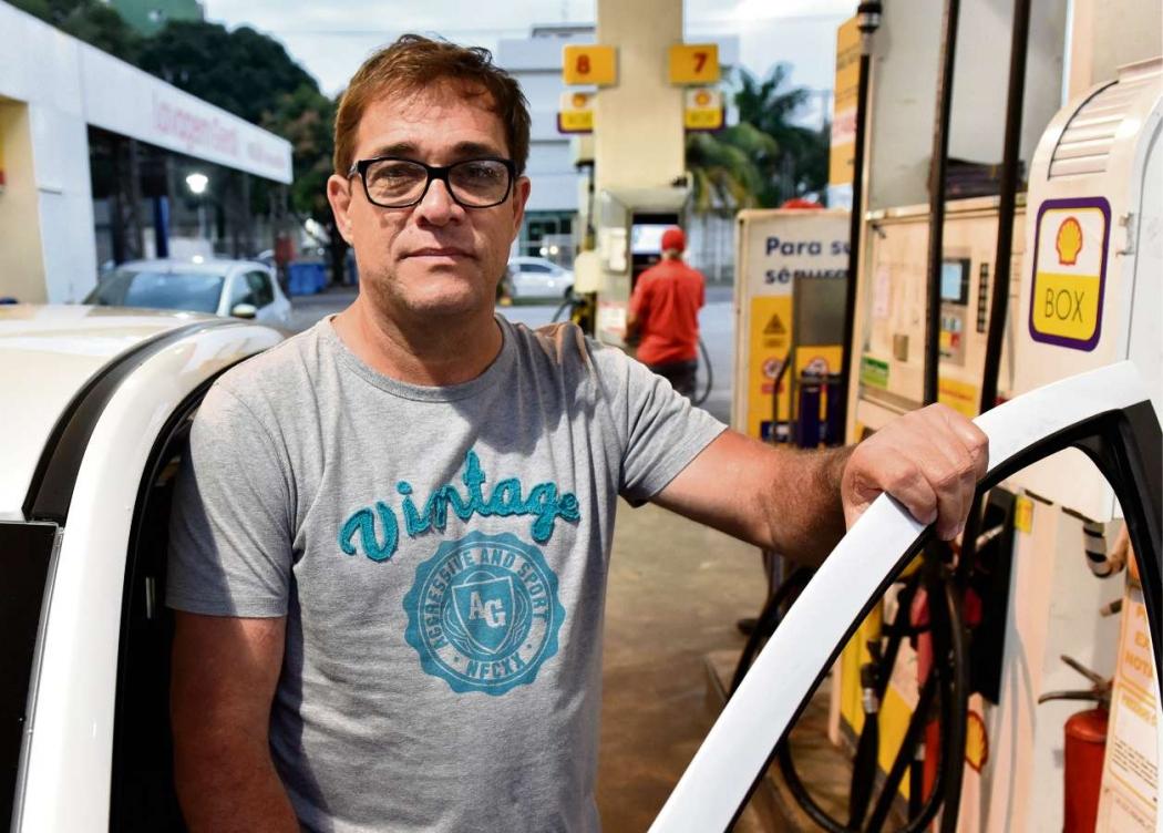 O servidor público Sidney dos Reis sentiu no bolso o aumento da gasolina