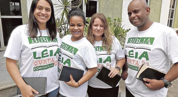 Membros da Igreja Presbiteriana de Cobilândia se preparando para maratona de leitura da Bíblia