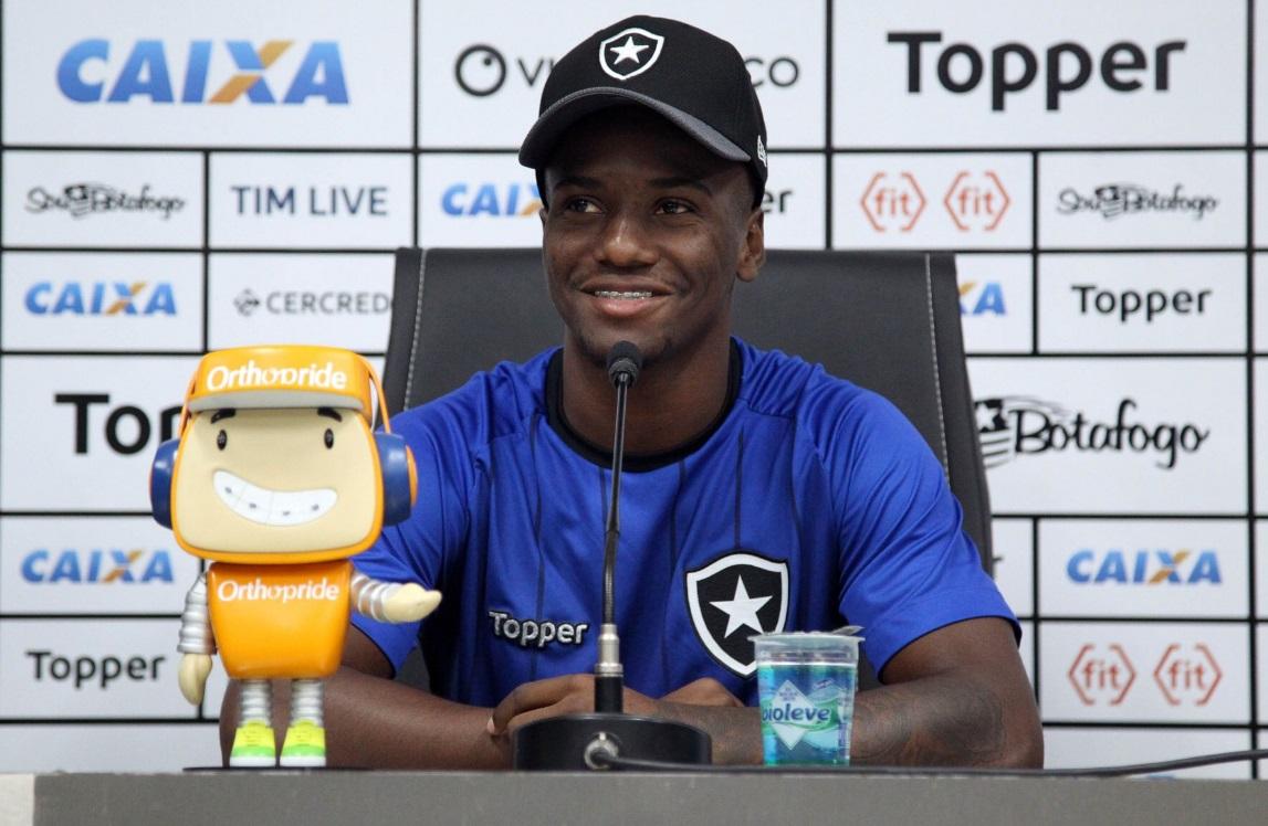 7b2e3c1ae2 Botafogo negocia o empréstimo de Gustavo Ferrareis