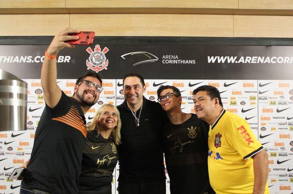1e3dc907e3 É difícil encontrar um torcedor corintiano que não se emocione com as  histórias das conquistas da Libertadores e do Mundial no ano de 2012.
